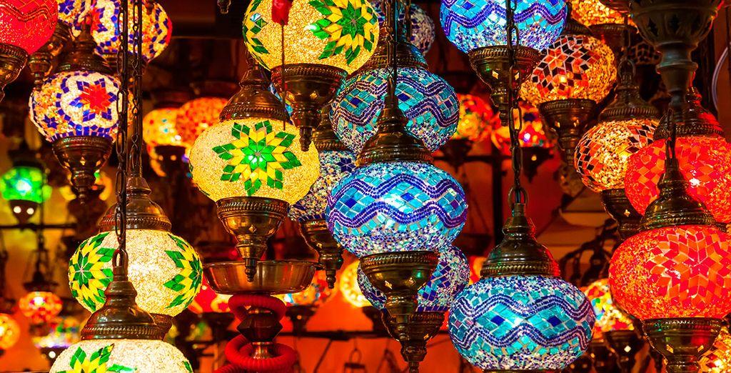 Acércate al Gran Bazar, seguro que encuentras un souvenir ideal para tu casa