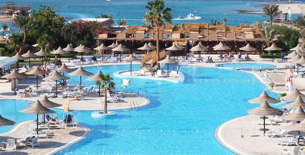 Club azur resort 4 ou combin croisi re passion du nil for Club azur magog piscine