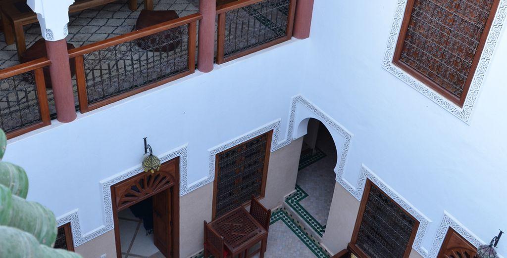 Dans une architecture typiquement marrakchie