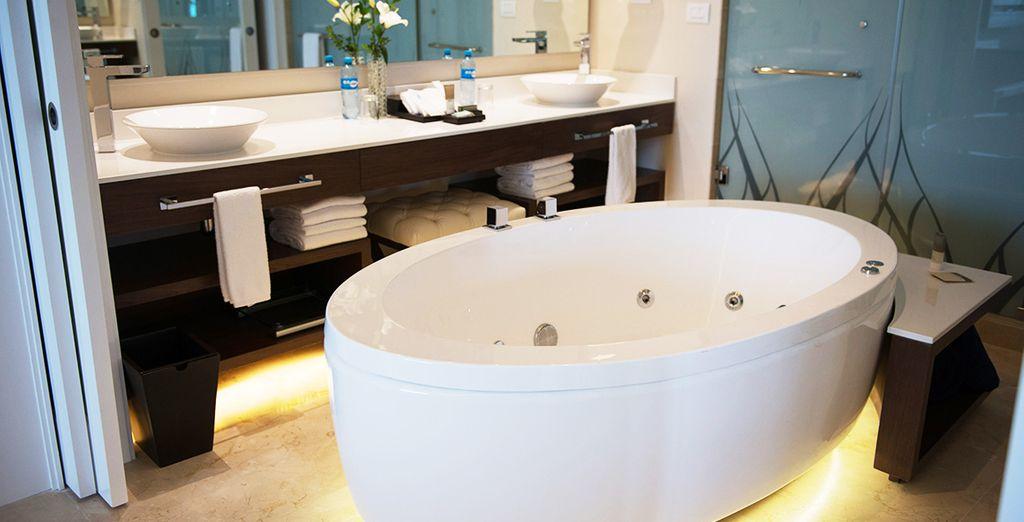Dans les 2 cas, vous allez adorer vous délasser dans la baignoire digne d'un spa