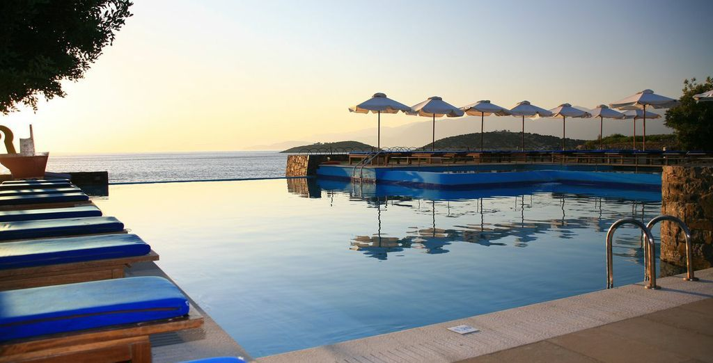 st nicolas bay resort 5 voyage priv up to 70. Black Bedroom Furniture Sets. Home Design Ideas