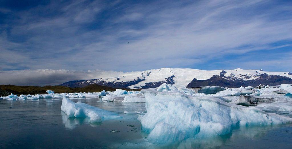 Alongside the Jökulsárlón Glacier Lagoon