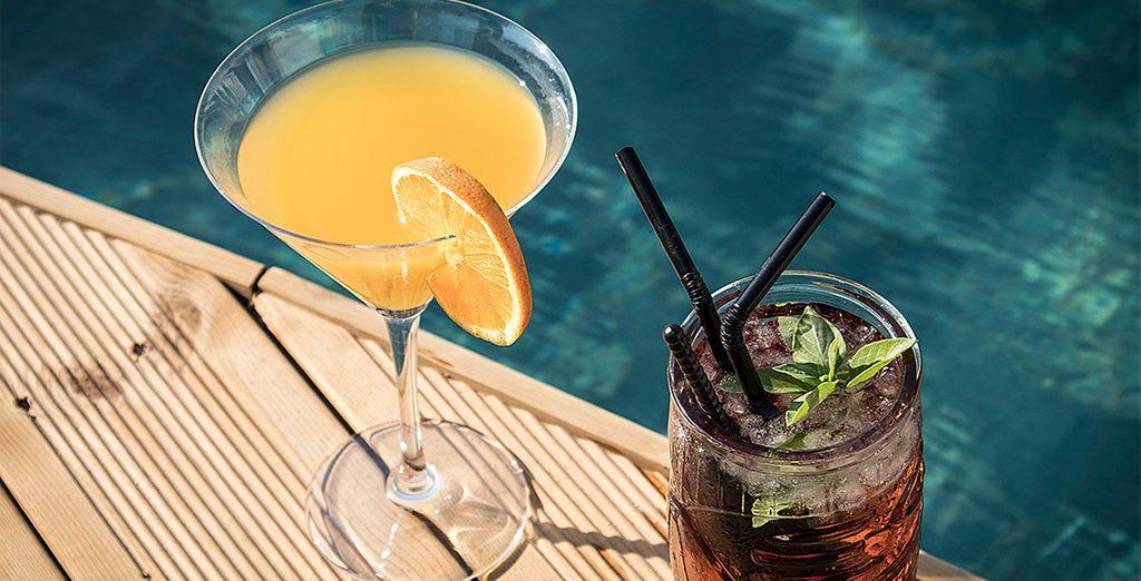 Wie wäre es mit einem Cocktail am Pool?