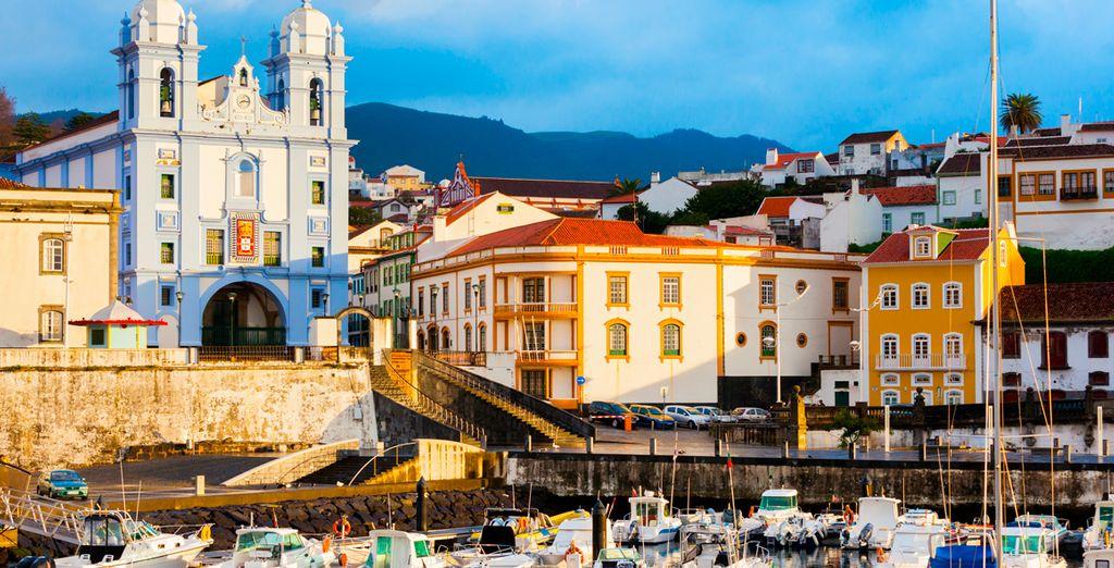 Genießen Sie die sonnigen Strände der Azoreninseln für Ihren nächsten Urlaub