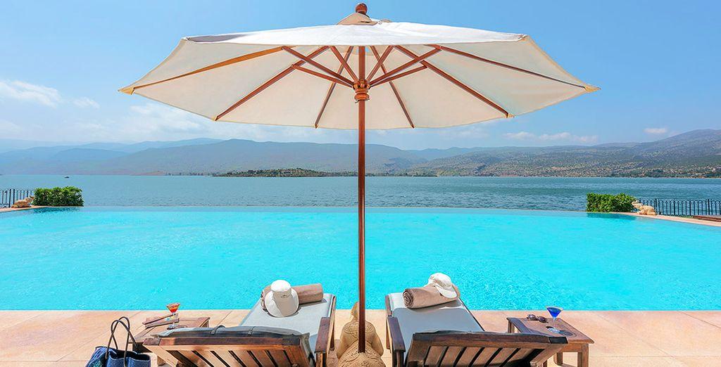 Tanken Sie Sonne am erfrischenden Pool