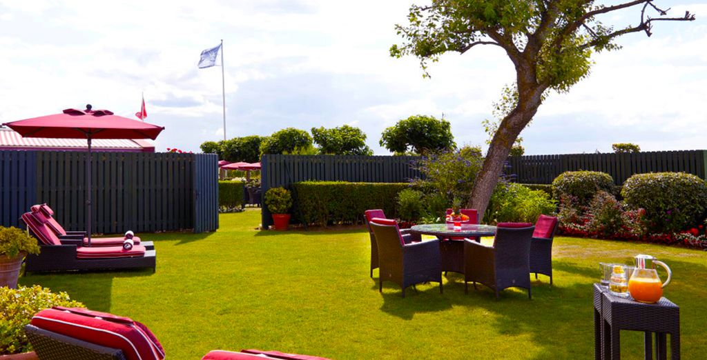 Relaxen Sie im schönen Hotelgarten