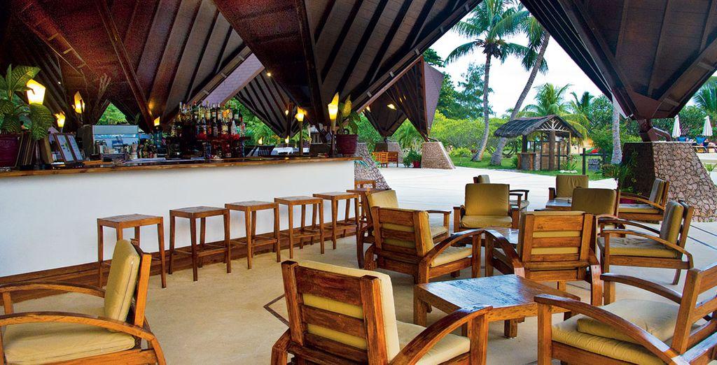 Geniessen Sie Ihren Cocktail in tropischer Atmosphäre!