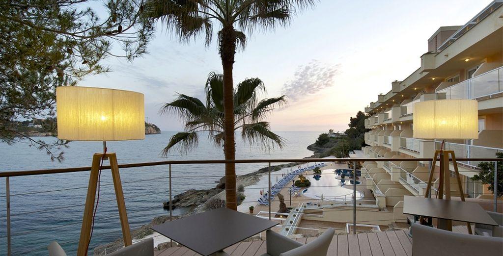 Gönnen Sie sich einen Cocktail auf der schönen Terrasse...