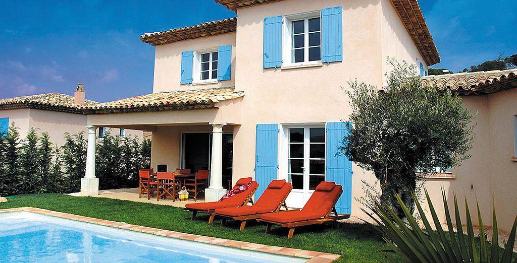 Auf Ihrer privaten Terrasse, mit Blick auf den privaten Pool...