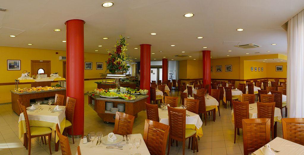 Genießen Sie ein Mittagessen im Restaurant