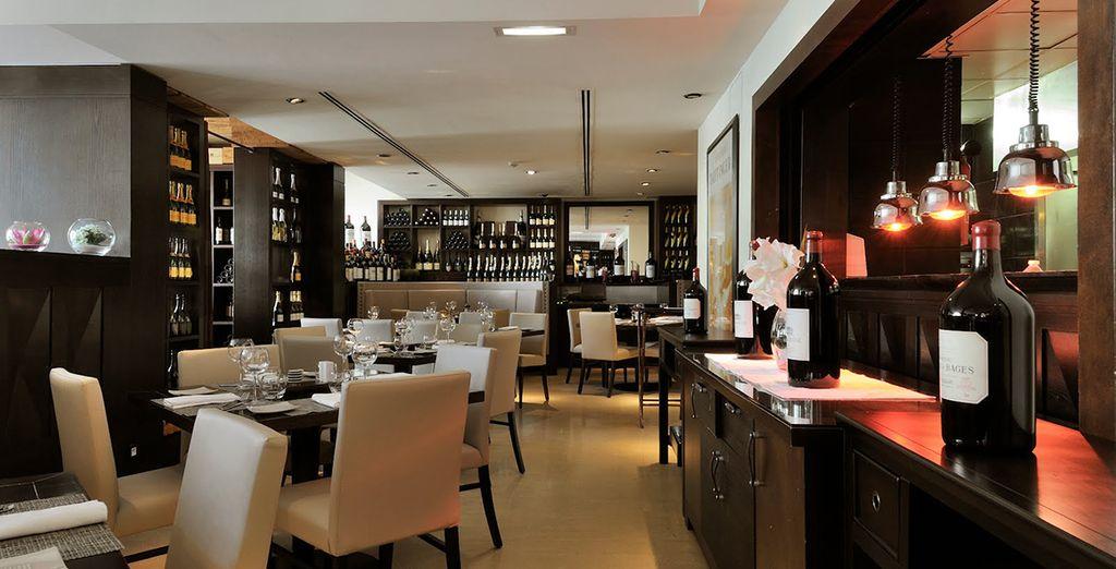 Speisen Sie im Hotel oder in der Stadt und probieren Sie eines der zahlreichen Haute-Cuisine-Restaurants