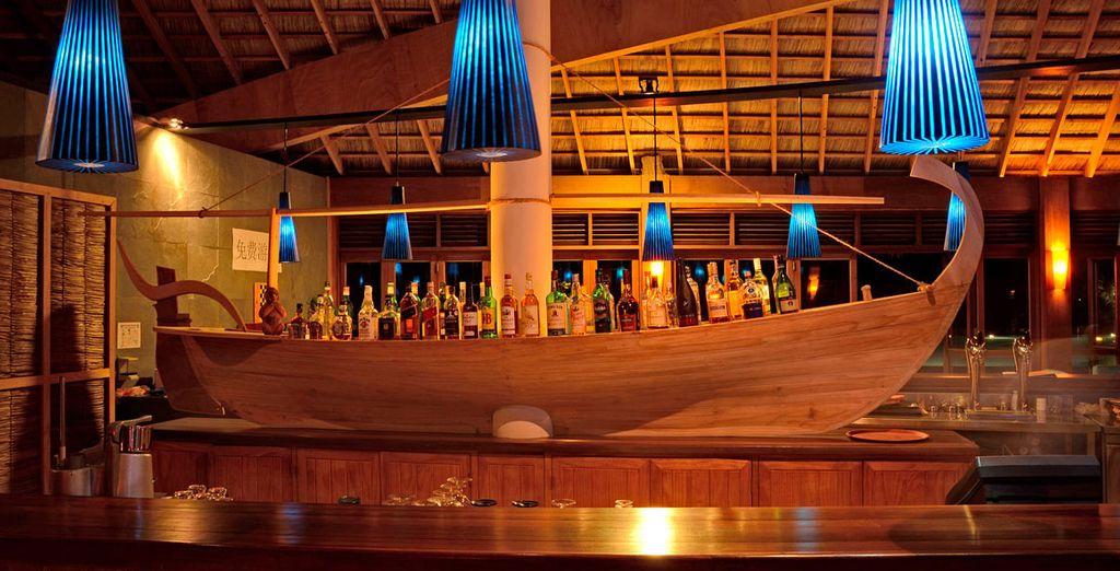 Und genießen Sie die abendliche Unterhaltung an der Bar