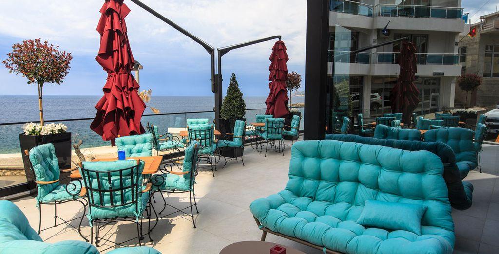 Sie werden die Atmosphäre der Lounge Bar auf dem Dach lieben ...