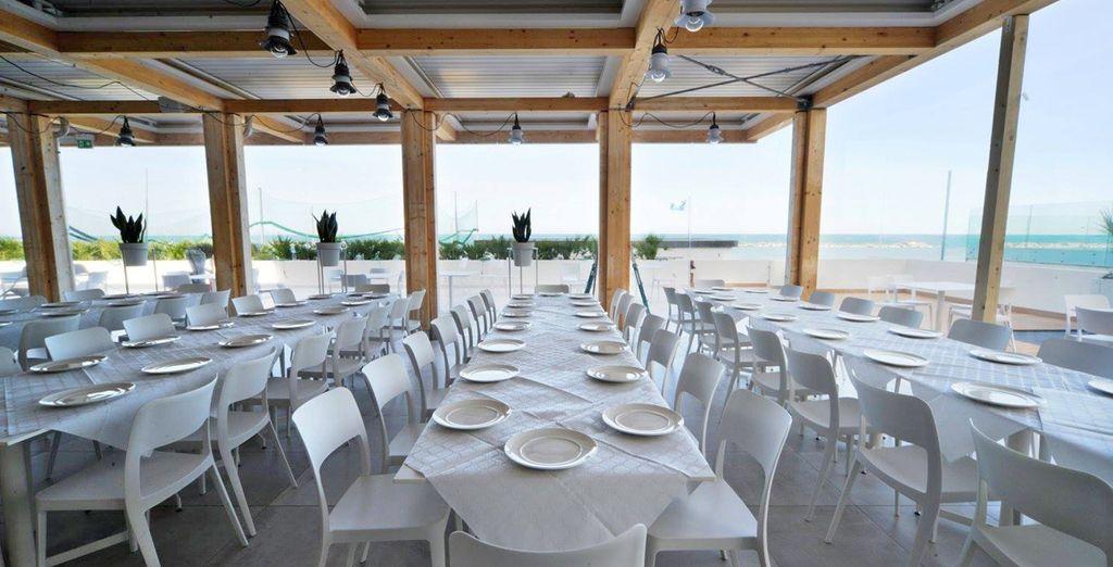 Das Restaurant mit Meerblick wird Ihren Gaumen erfreuen...