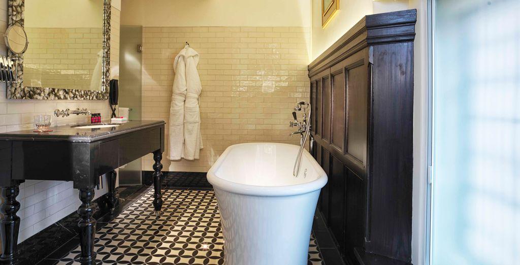 Außerdem ist Ihr komfortables Zimmer mit allen modernen Annehmlichkeiten ausgestattet, die Sie für einen angenehmen Aufenthalt benötigen.