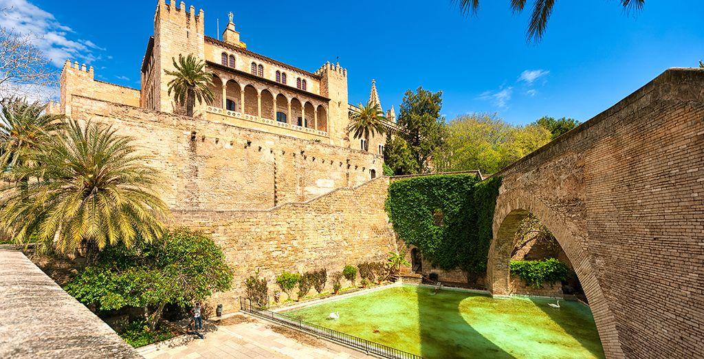 Nehmen Sie sich etwas Zeit, um die Hauptstadt Almudeina zu entdecken