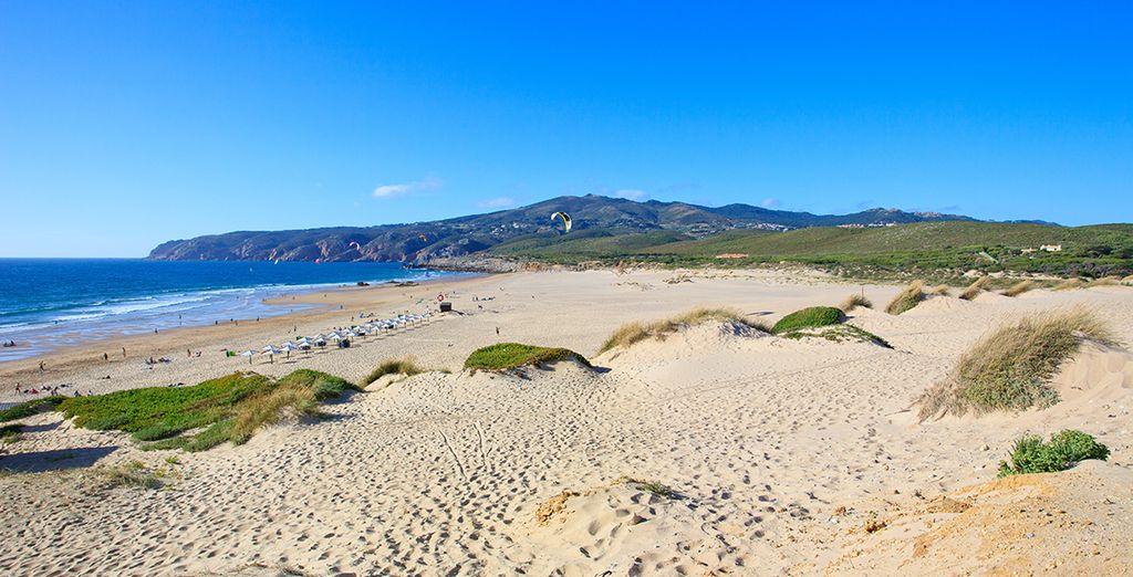 Machen Sie lange Spaziergänge am Strand in Cascais ...