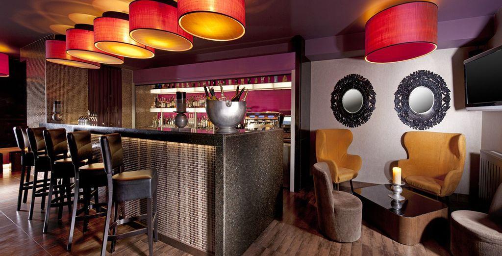 Verbringen Sie gesellige Abende in der Hotelbar...