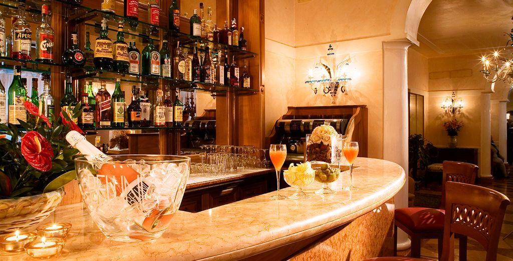 Machen Sie sich danach auf den Weg zur Bar um einen Drink oder ein leichtes Abendessen zu genießen!