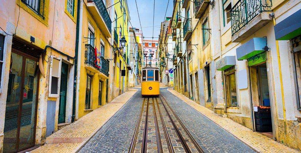 Und schlendern Sie durch die romantischen Gassen Lissabons