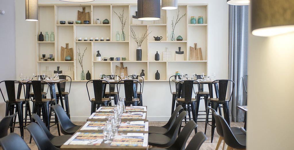 In einem eleganten Speisesaal
