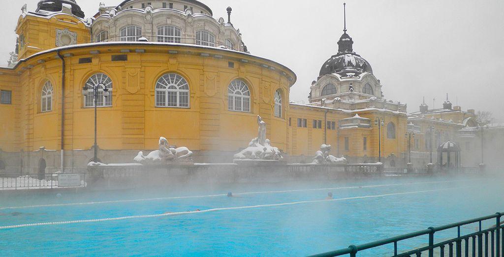 Besuchen Sie eines der berühmten Schwimmbäder der Stadt