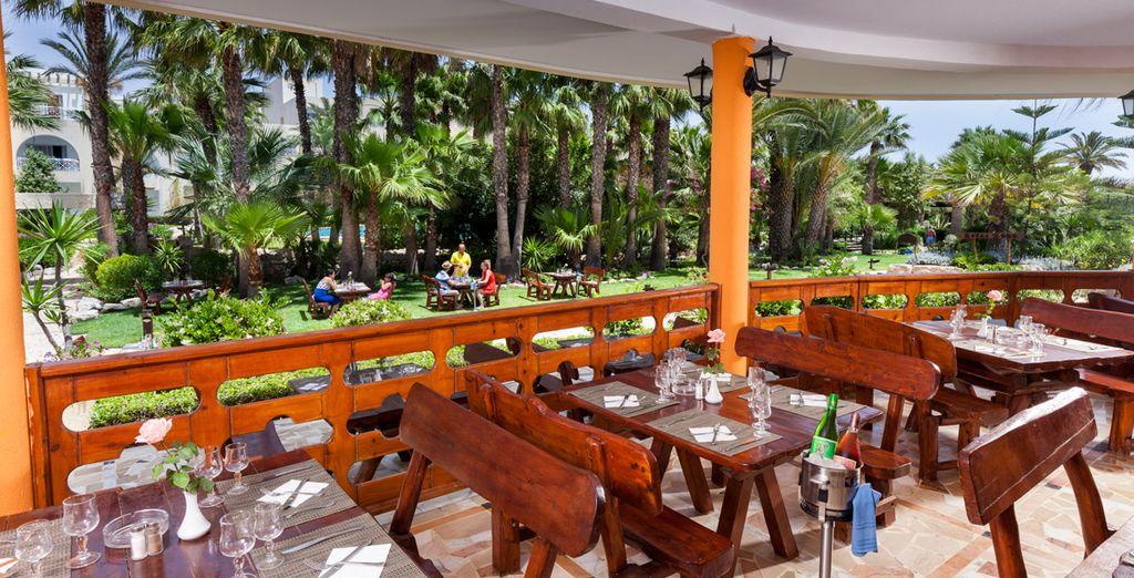 Genießen Sie die Terrassen und Freiflächen des Hotels