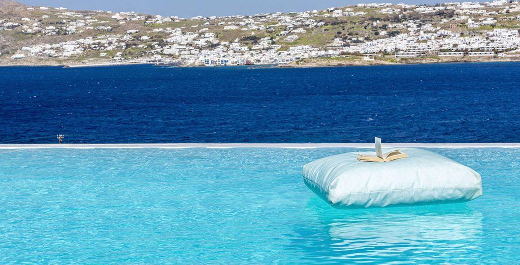Genießen Sie den Pool mit Blick auf das Ägäische Meer