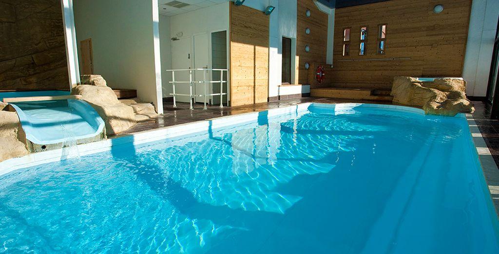 Entspannen Sie sich im Indoor Pool