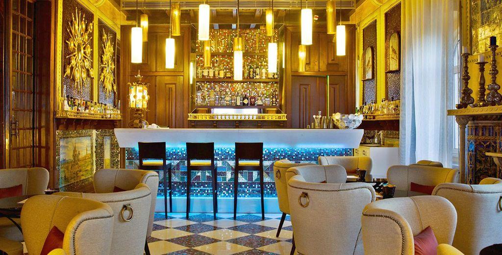 Genießen Sie einen leckeren Cocktail an der Bar