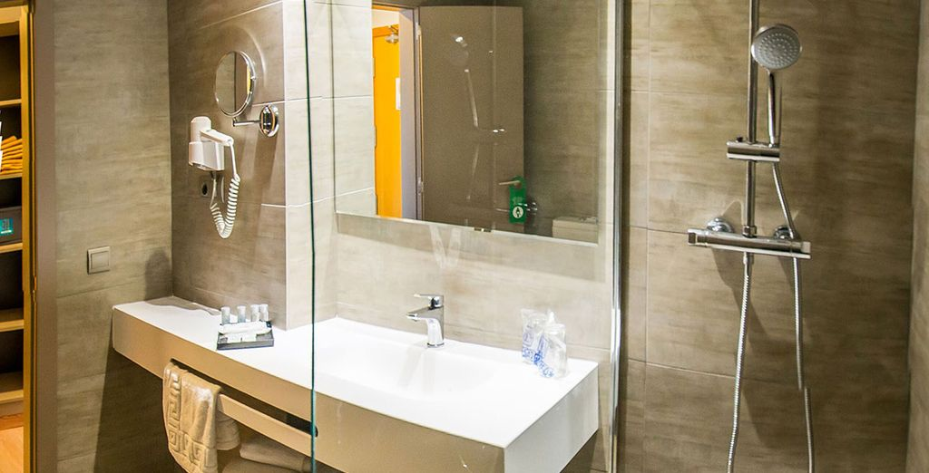 ... mit schönem Badezimmer