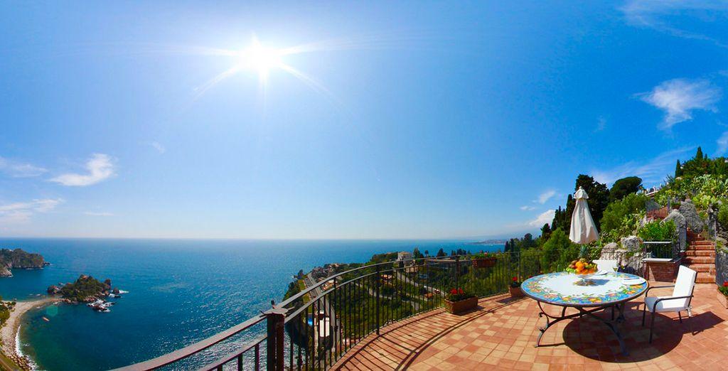 Genießen Sie die Sonnenstrahlen auf der Terrasse!