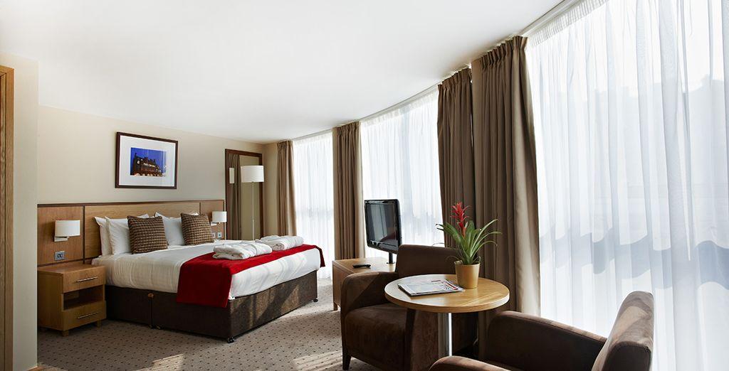 Clayton Crown Hotel London 4*