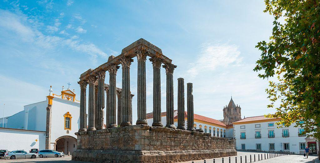 Der romanische Tempel zählt zu den berühmtesten Sehenswürdigkeiten der Stadt