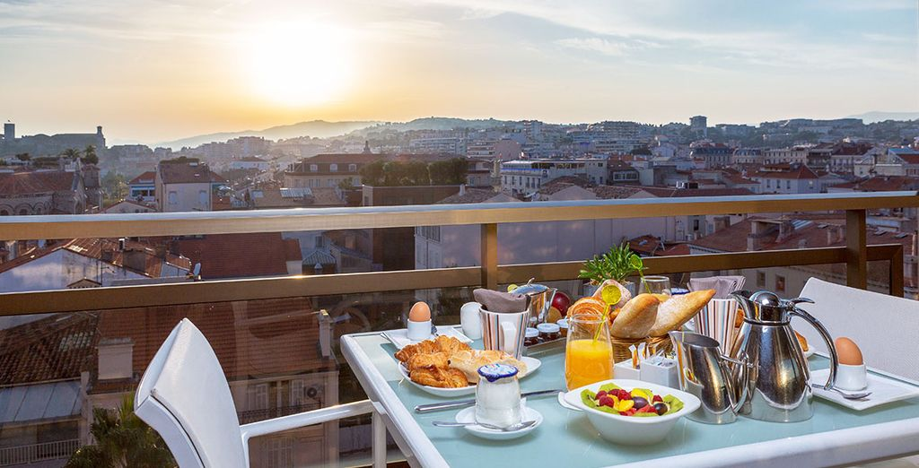 Genießen Sie ein leckeres Frühstück mit Aussicht