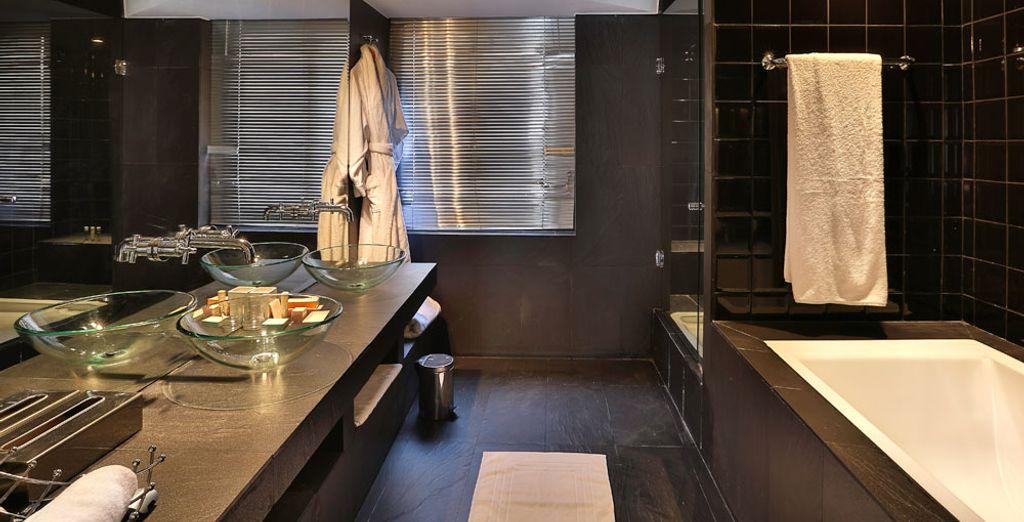 Equipada con un baño amplio