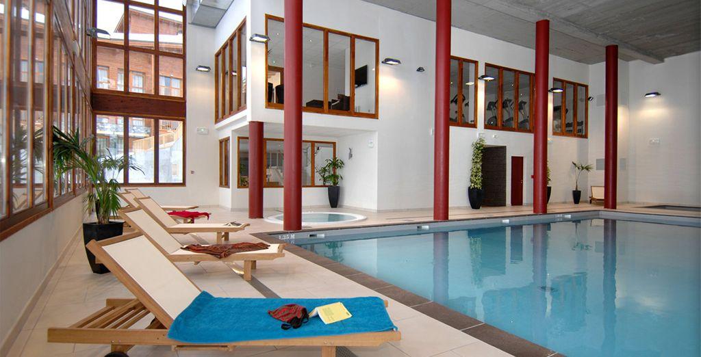 Disfrute de su piscina cubierta climatizada