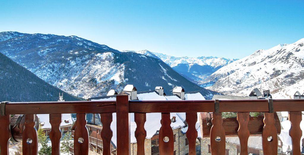 Sal y pasa un fantástico día esquiando bajo el sol de los Pirineos