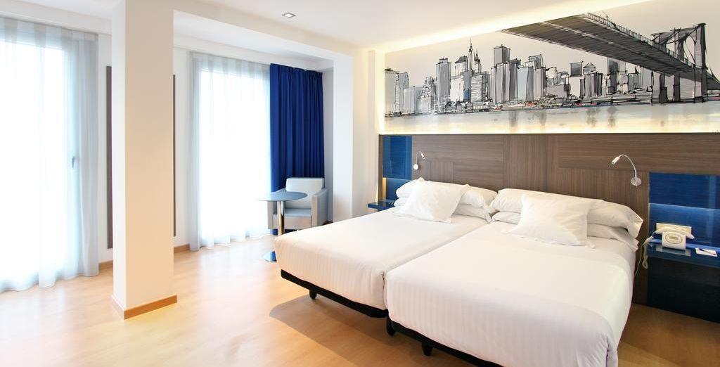 Si necesitas más espacio para una tercera persona, la habitación Doble Superior Cama supletoria es la ideal