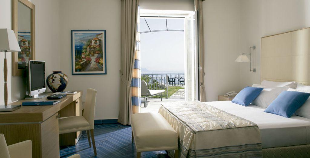 Disfruta de la brisa marina en la Habitación Deluxe con vista al mar con terraza