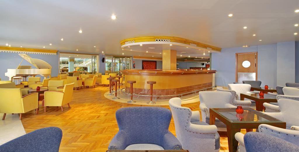 También tendrás a tu disposición varios bares para que disfrutes de un agradable ambiente social