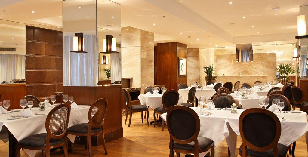 Asegúrate de disfrutar de la comida del restaurante del hotel