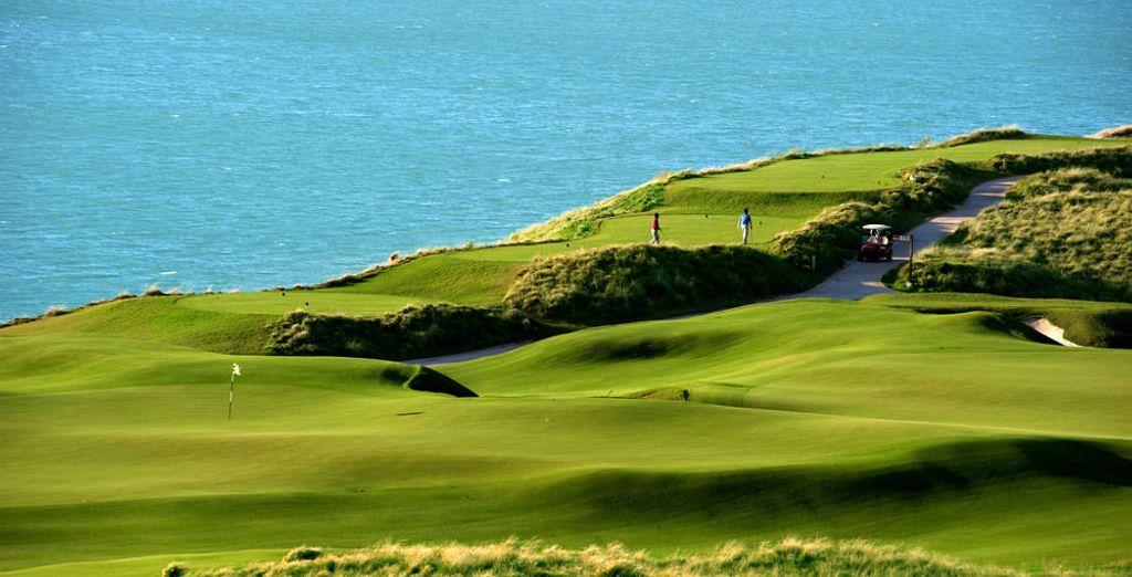 Campo de golf con vistas al mar