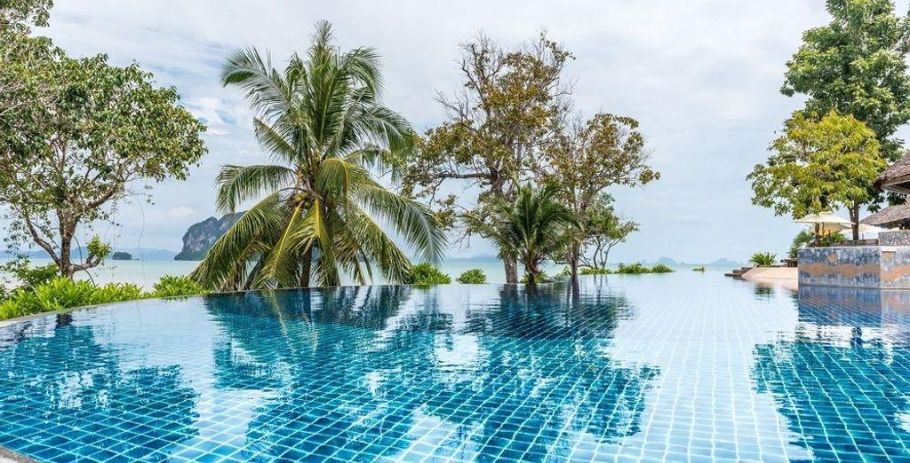Con una piscina de borde infinito