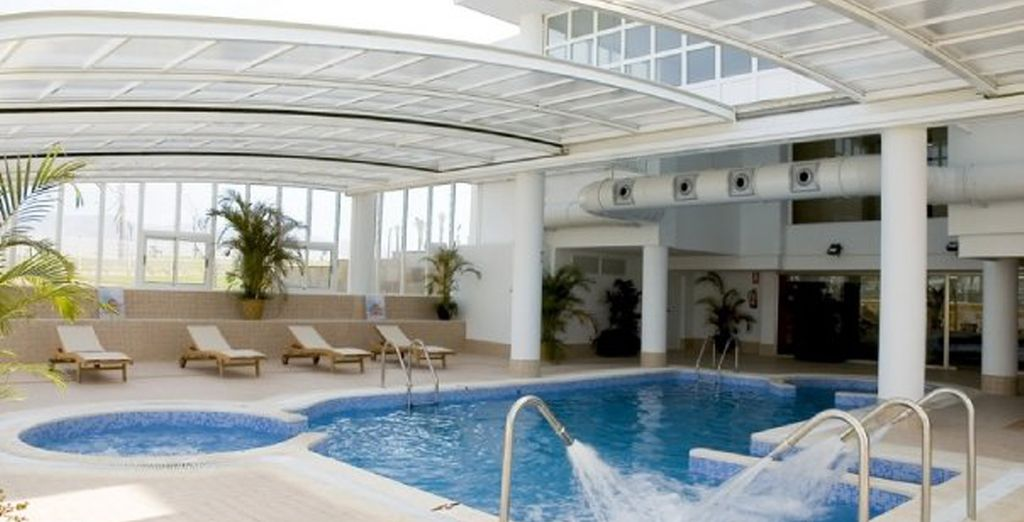 Disfrute de la piscina cubierta