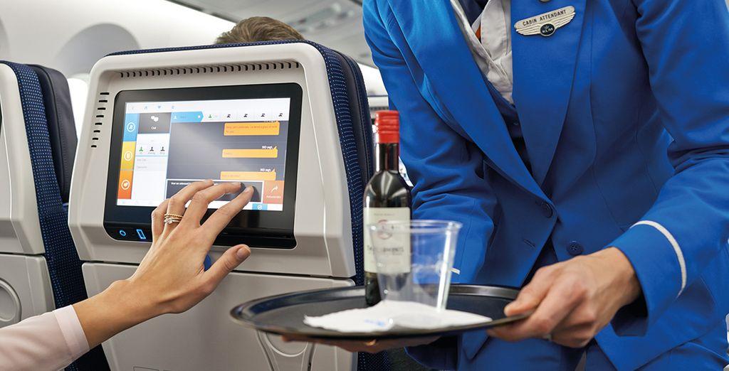 Disfruta con KLM de una buena comida, refrescos y bebidas, pudiendo elegir tu menú antes de la salida