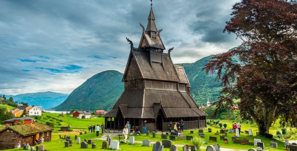 Una bonita iglesia de madera en Vik