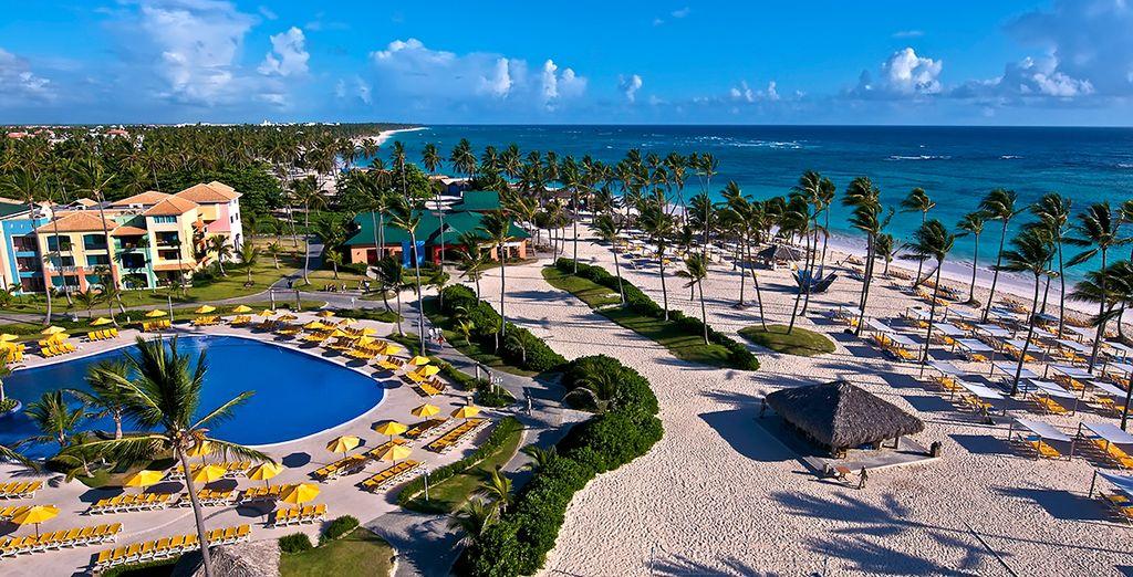 Te damos la bienvenida al H10 Ocean Blue & Sand 5*, un hotel frente al mar