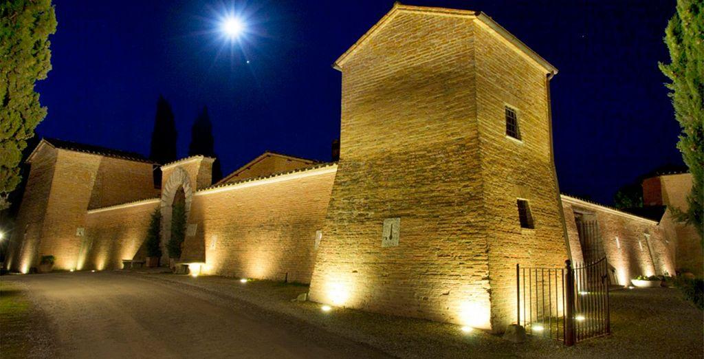 El hotel es un antiguo castillo del S.XIII