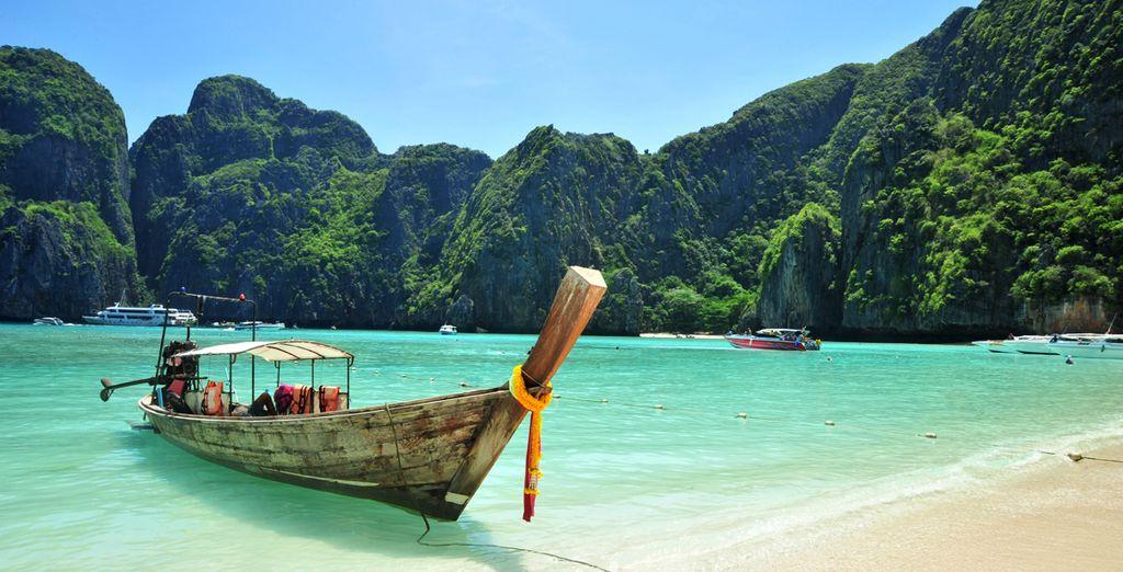 Barco tradicional de Tailandia en la isla de Phi Phi